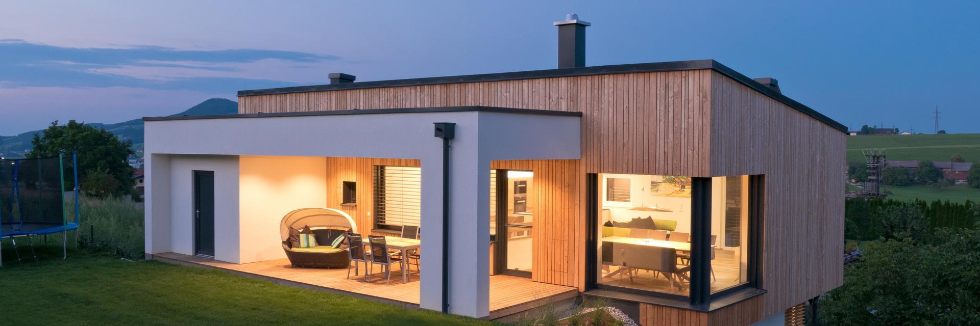 ADLHART-Architekten_Einfamilienhaus-Obertrum-Holzfassade