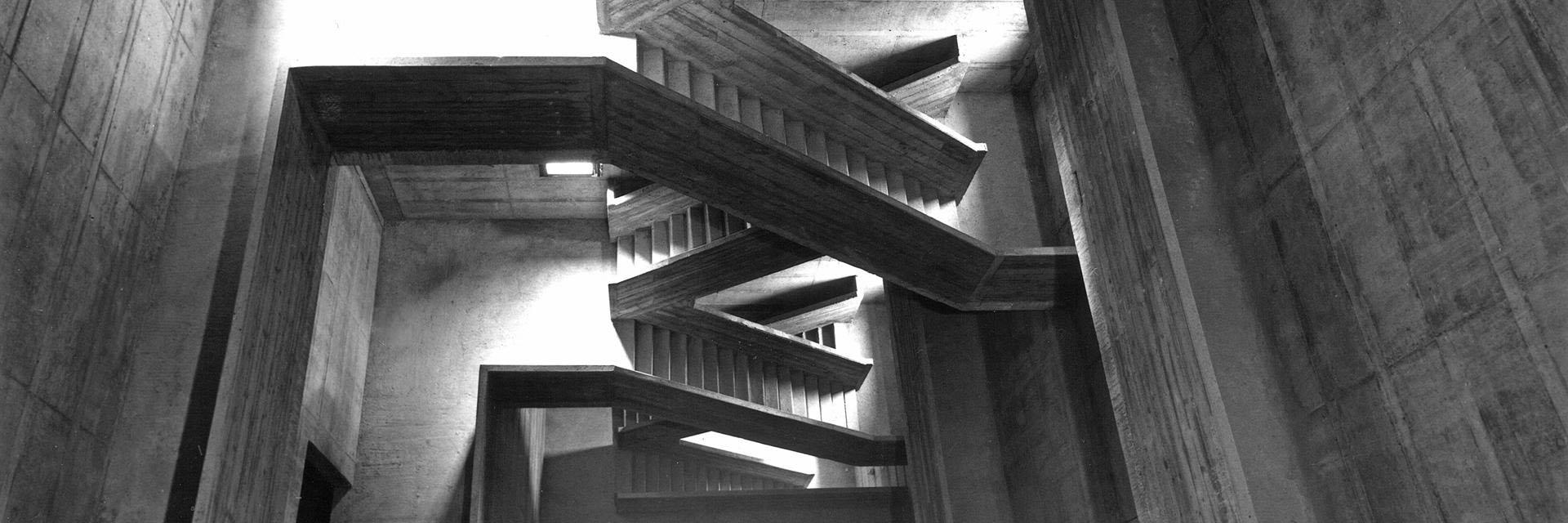 ADLHART-Architekten_Treppenhaus-Kirche-Hallein